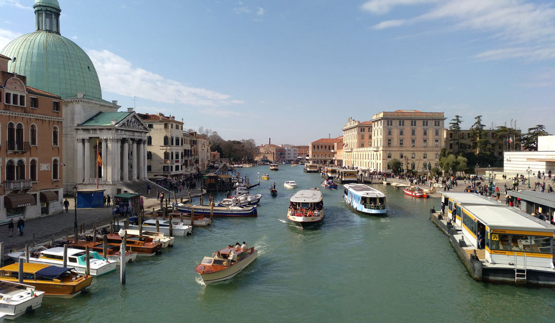 Venice sightseeing from Ponte degli Scalzi